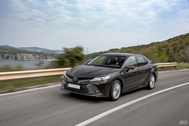Toyota Camry Hybrid: ставка на экономичность и комфорт