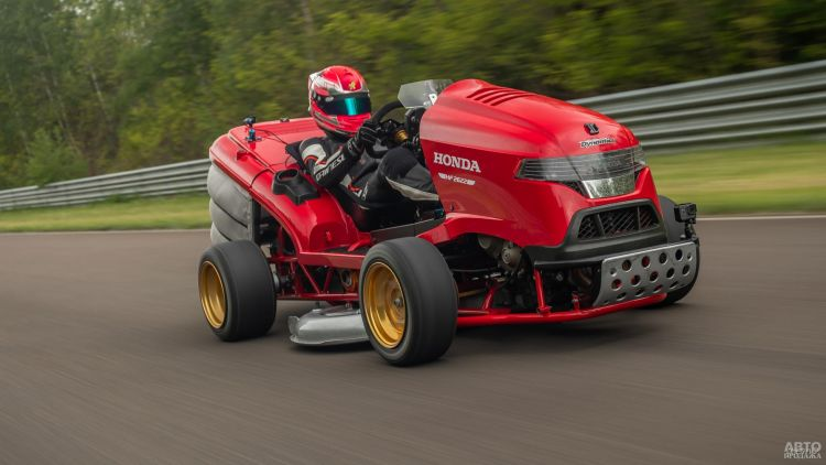 В Honda представили гоночную газонокосилку