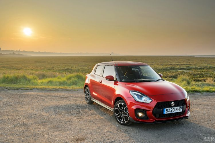 Suzuki Swift Sport стал гибридом