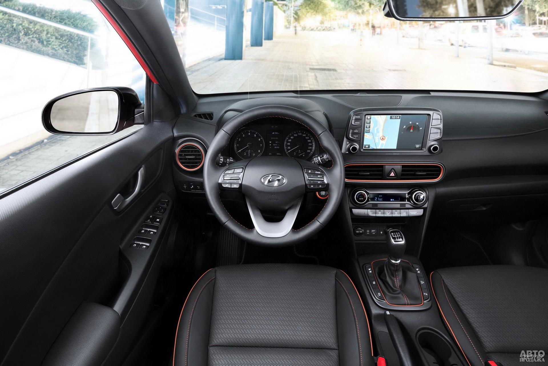 К центральной панели Hyundai сверху прикреплен 8,0-дюймовый сенсорный дисплей