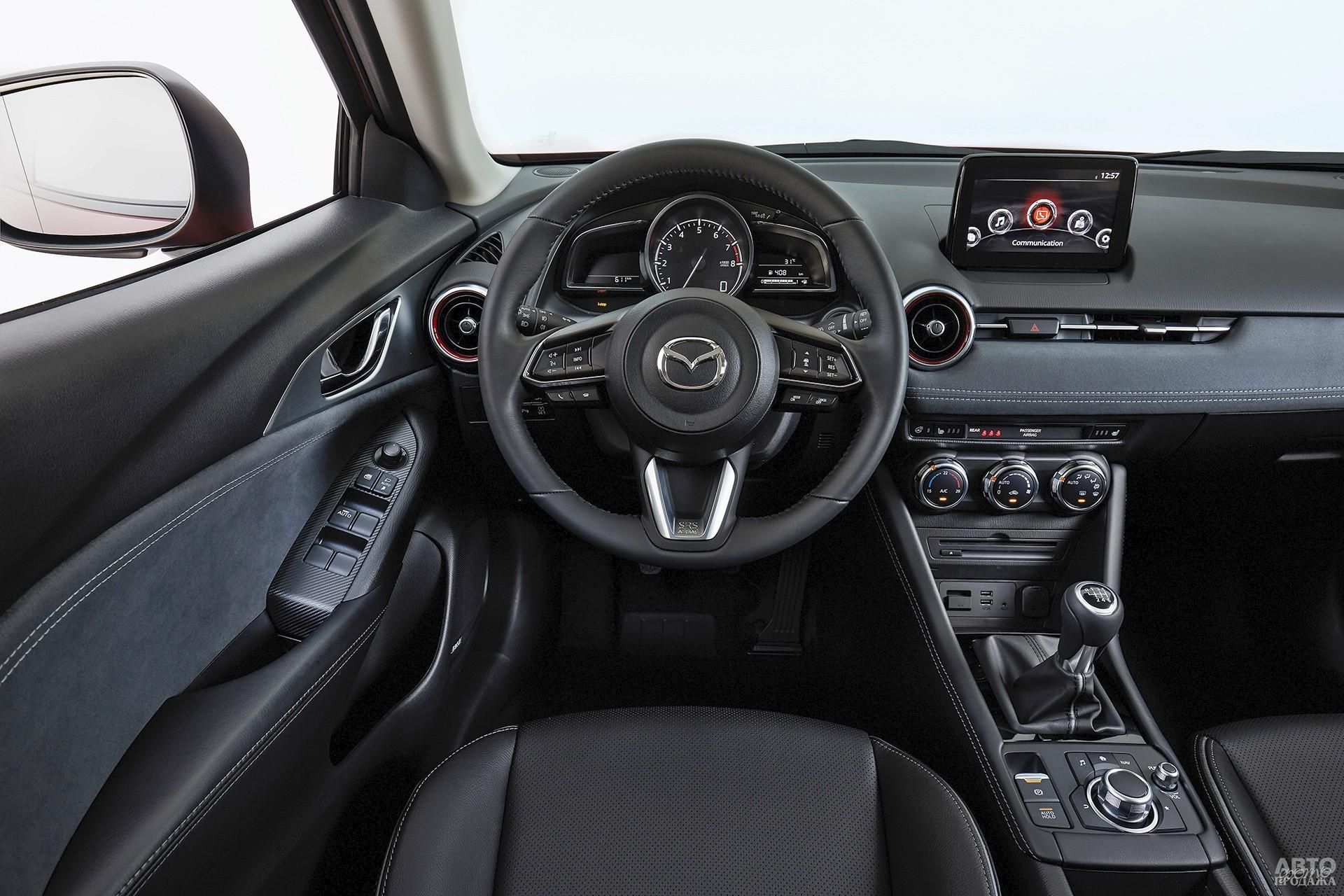 Тахометр Mazda сочетается с двумя дисплеями