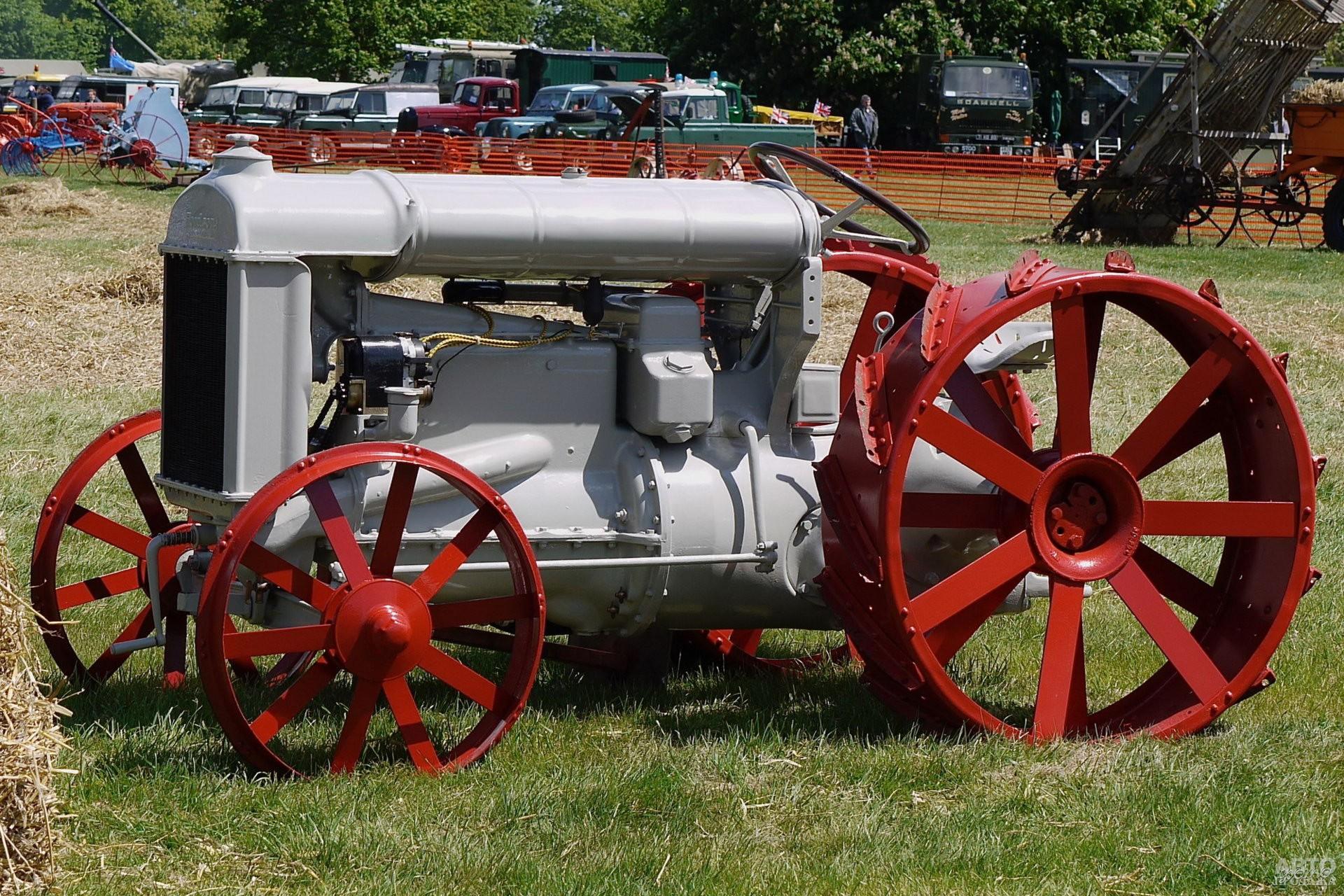 Трактор Fordson