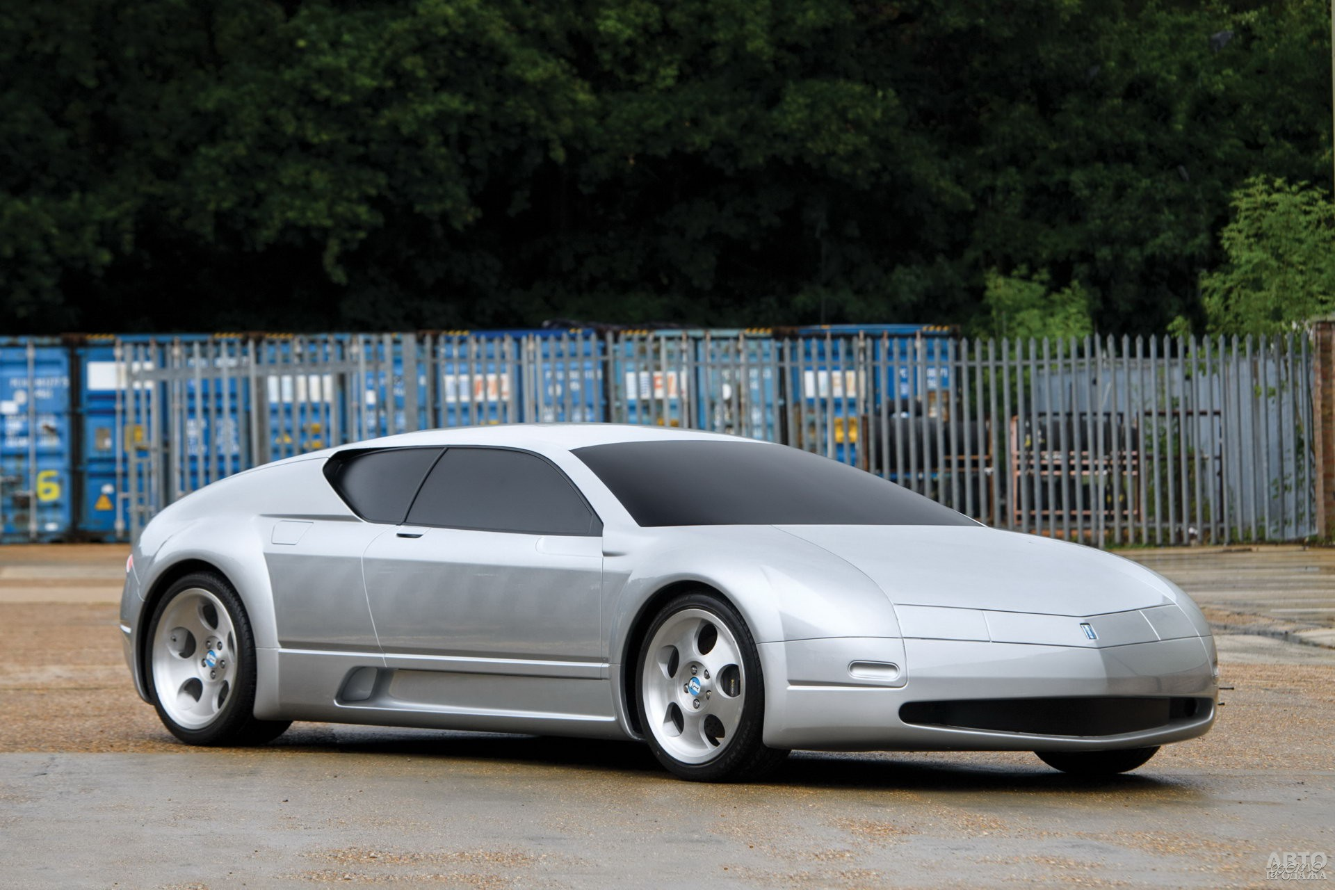 Концепт-кар De Tomaso Pantera 1999 года