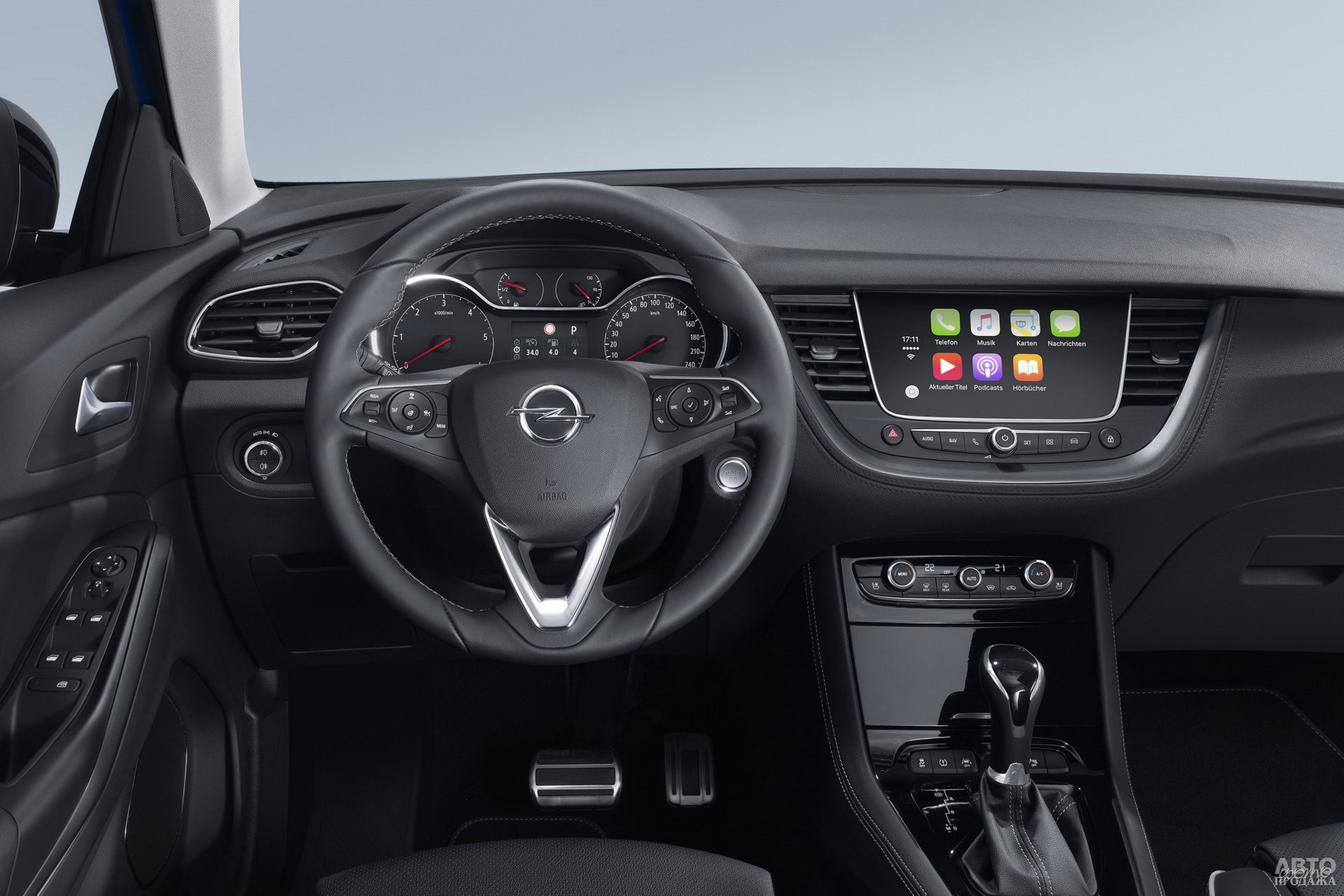Приборы Opel глубоко врезаны в панель