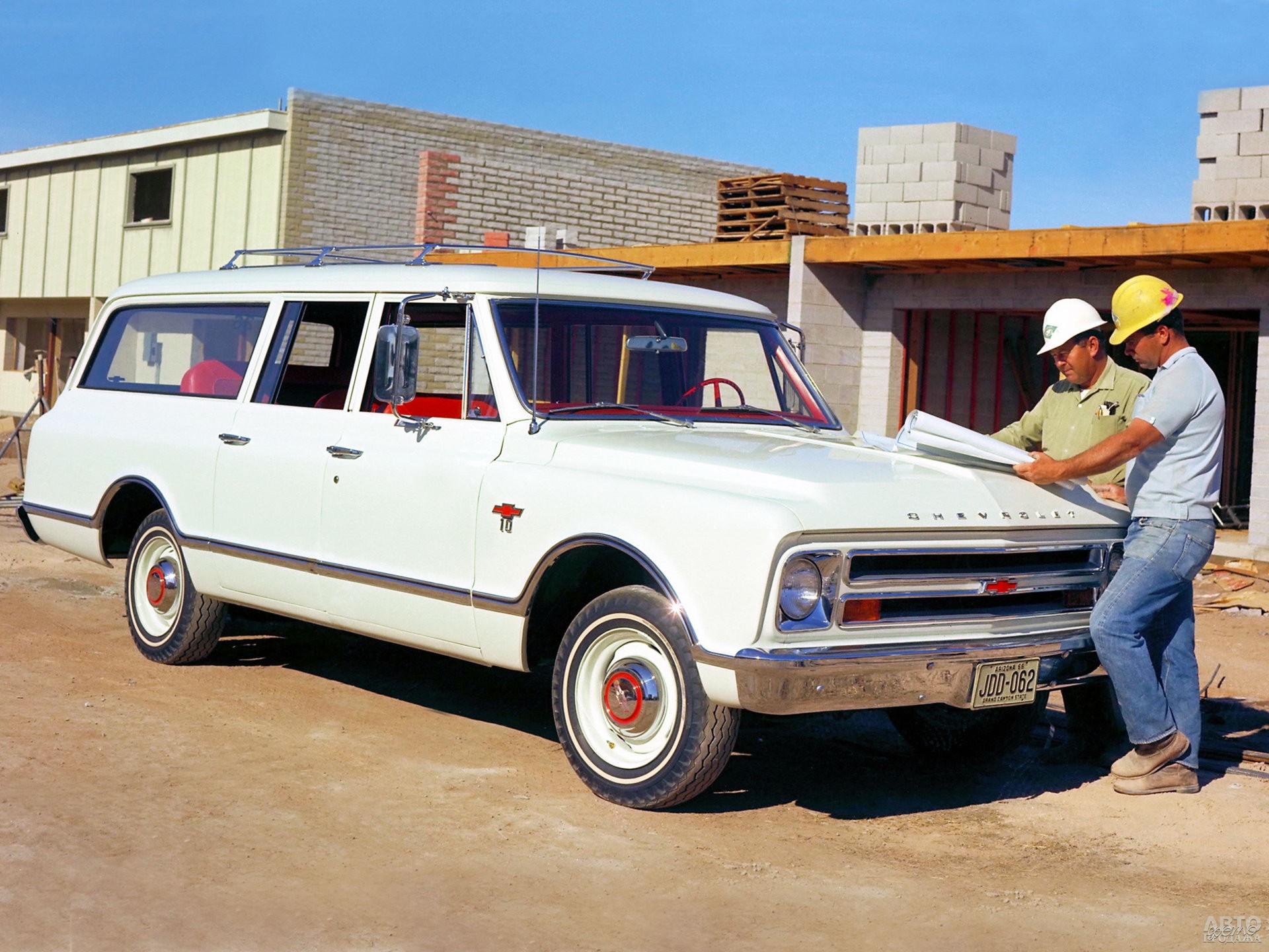 Chevrolеt Suburbаn 1967 года предложили в версиях с четырьмя либо пятью дверьми