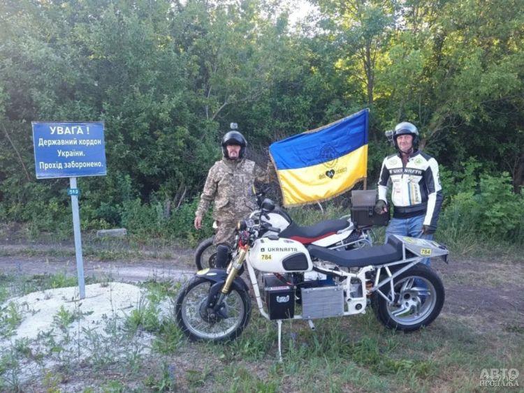 Гонщик проехал через всю Украину на электромотоцикле