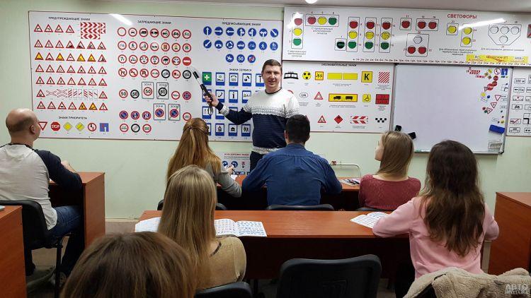 В Украине введут дистанционное обучение в автошколах