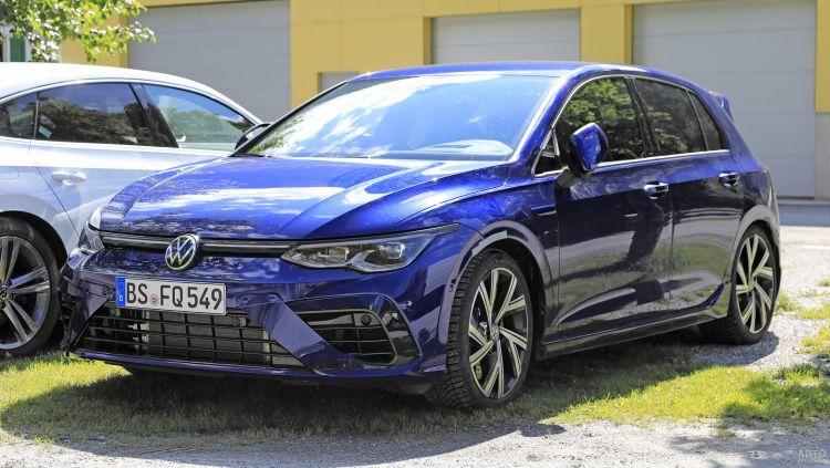 Первые фото нового Volkswagen Golf R