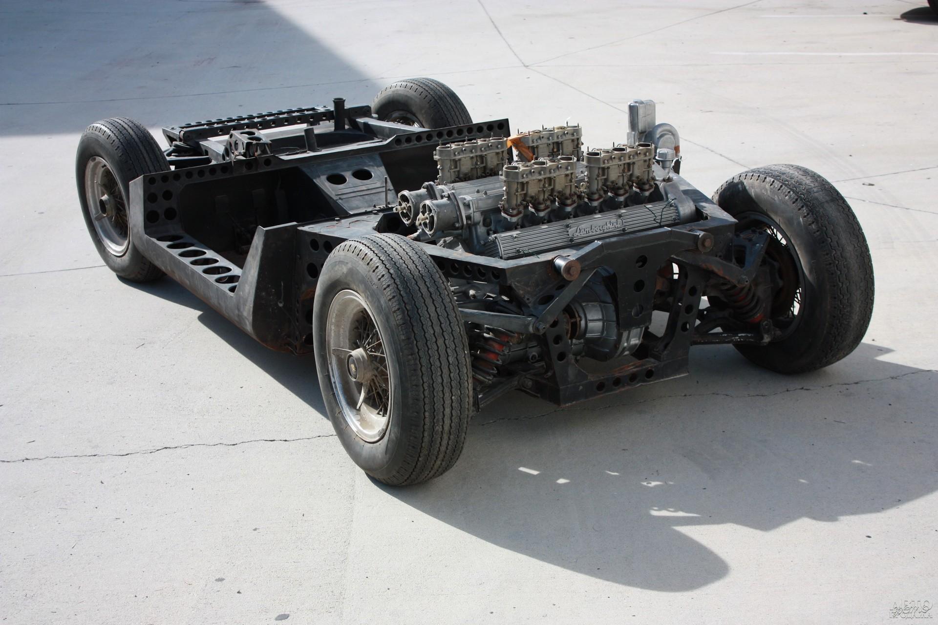 На Туринском автосалоне 1965 года представили голое шасси купе