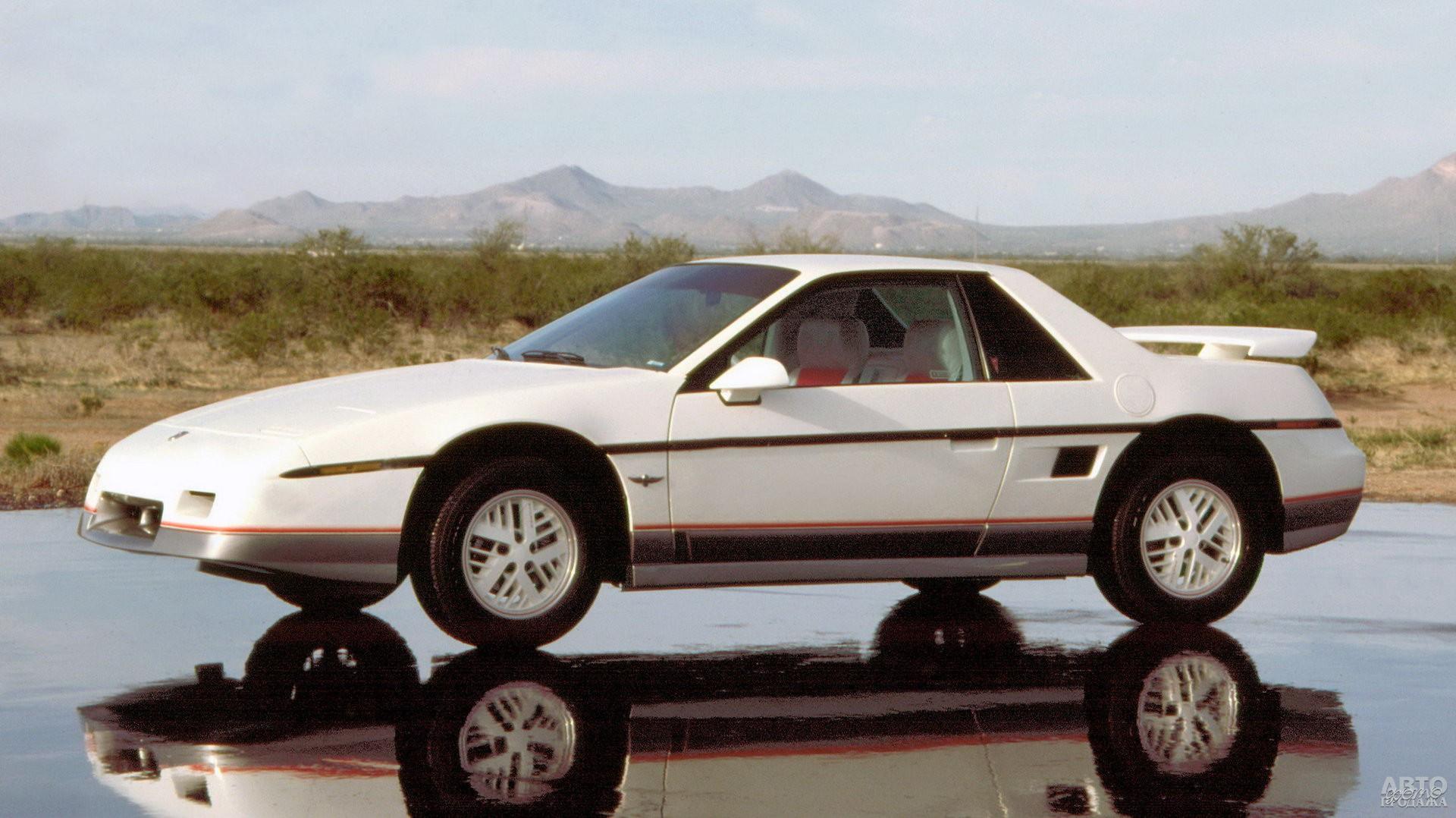 Среднемоторный Pontiac Fiero, 1984 год