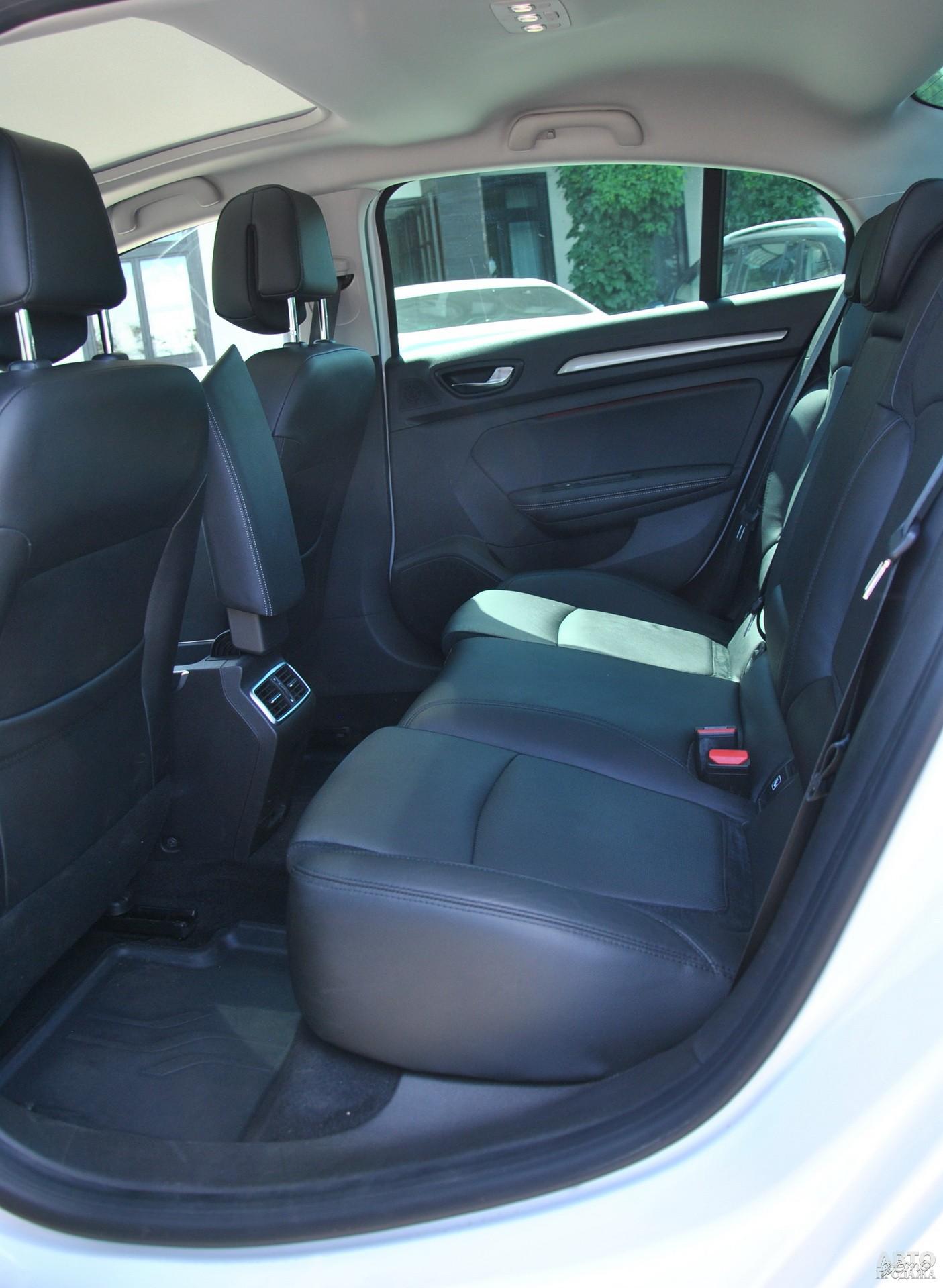 В Megane Sedan больше всего места для ног