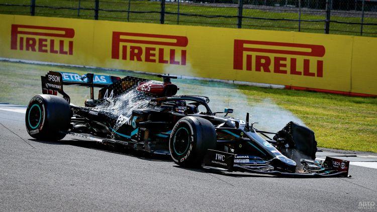 Формула-1: Хэмилтон побеждает с пробитой шиной