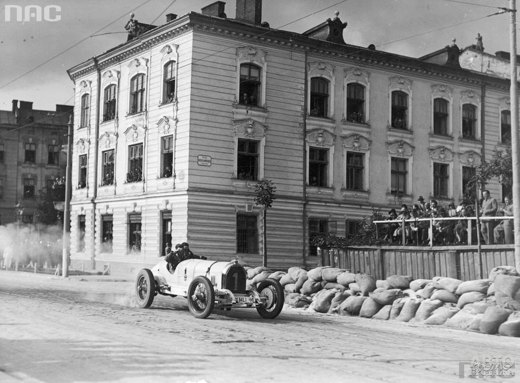 Ганс на Mercedes-Benz SSK победил в Гран-при Львова 1931 года