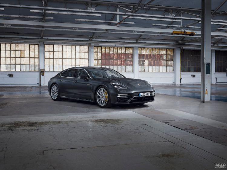 Porsche Panamera получил сверхмощную флагманскую версию