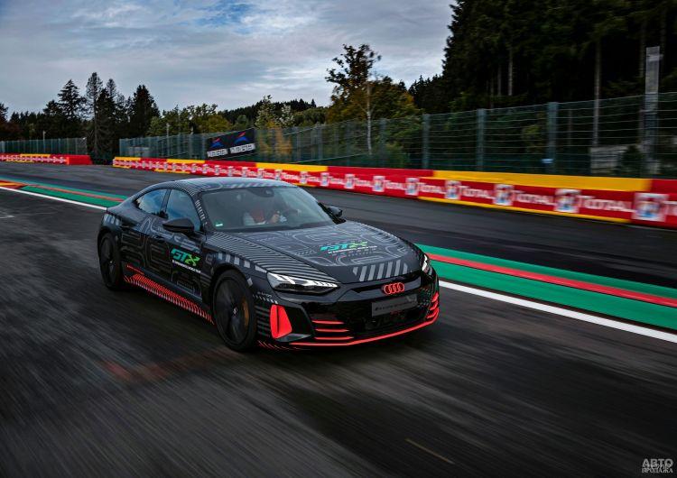 Новый Audi RS e-tron GT показали перед премьерой