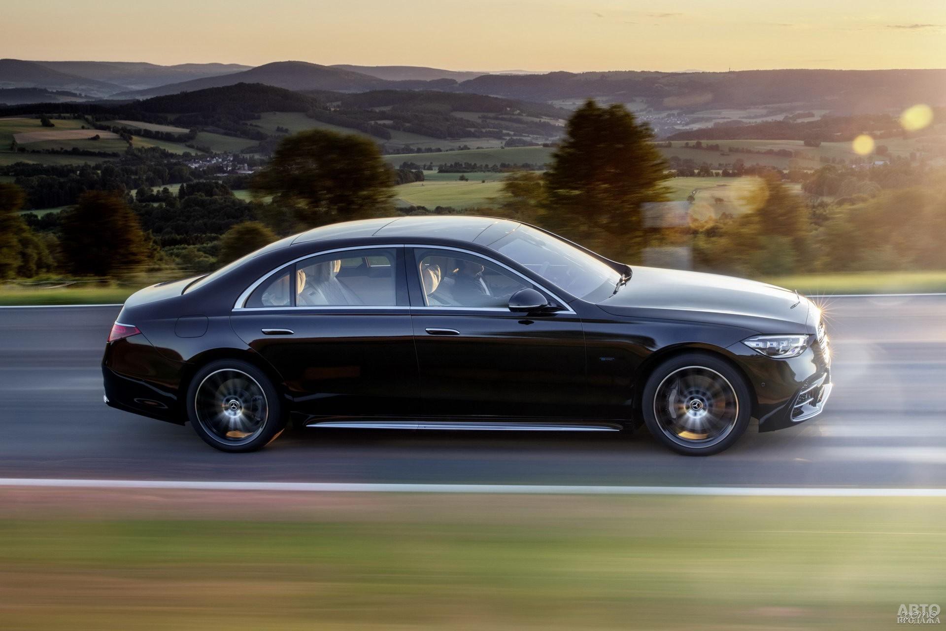 Боковины Mеrcedes-Benz украшены штампованными линиями