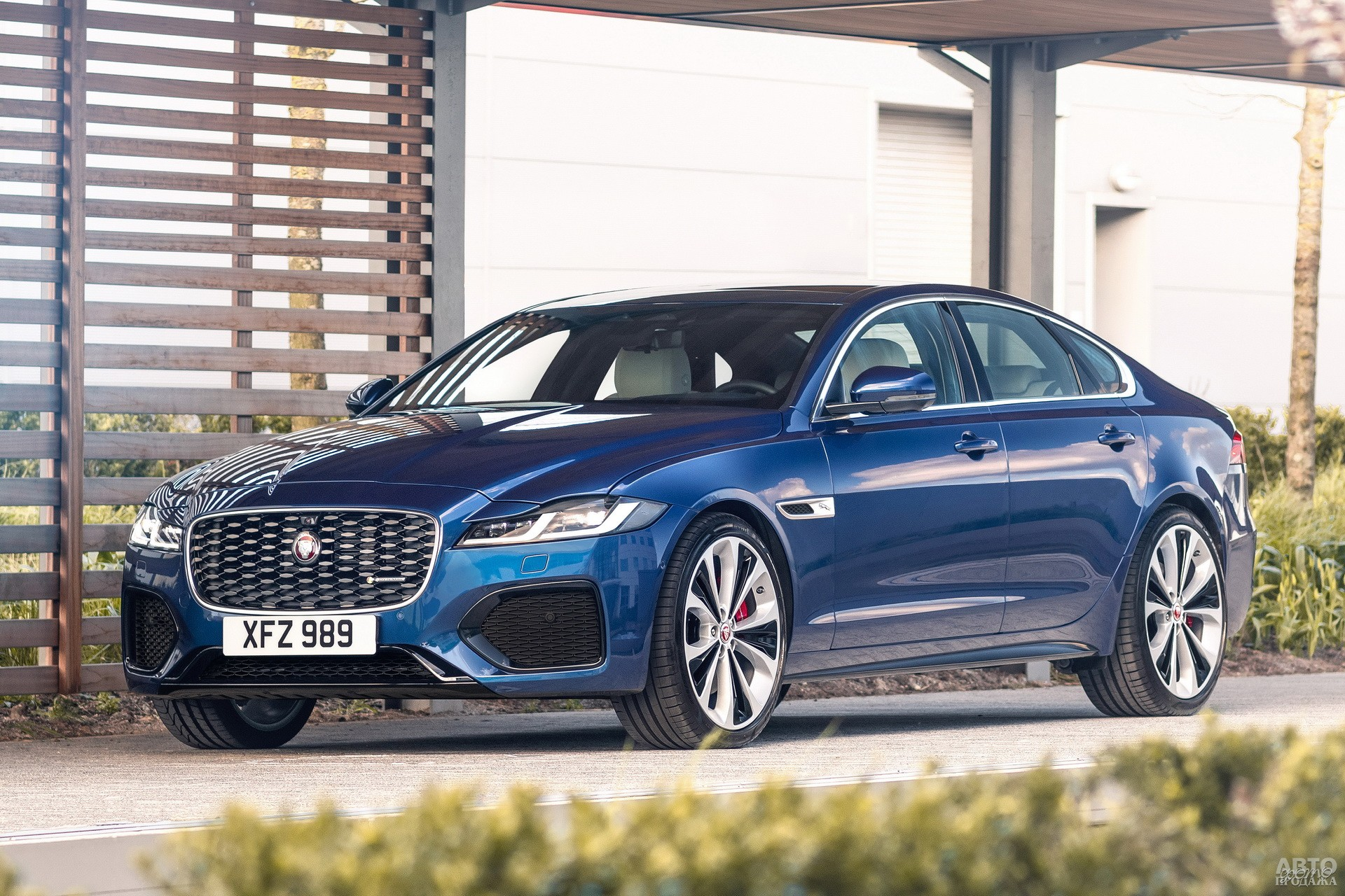 Jaguar XF 2020 года