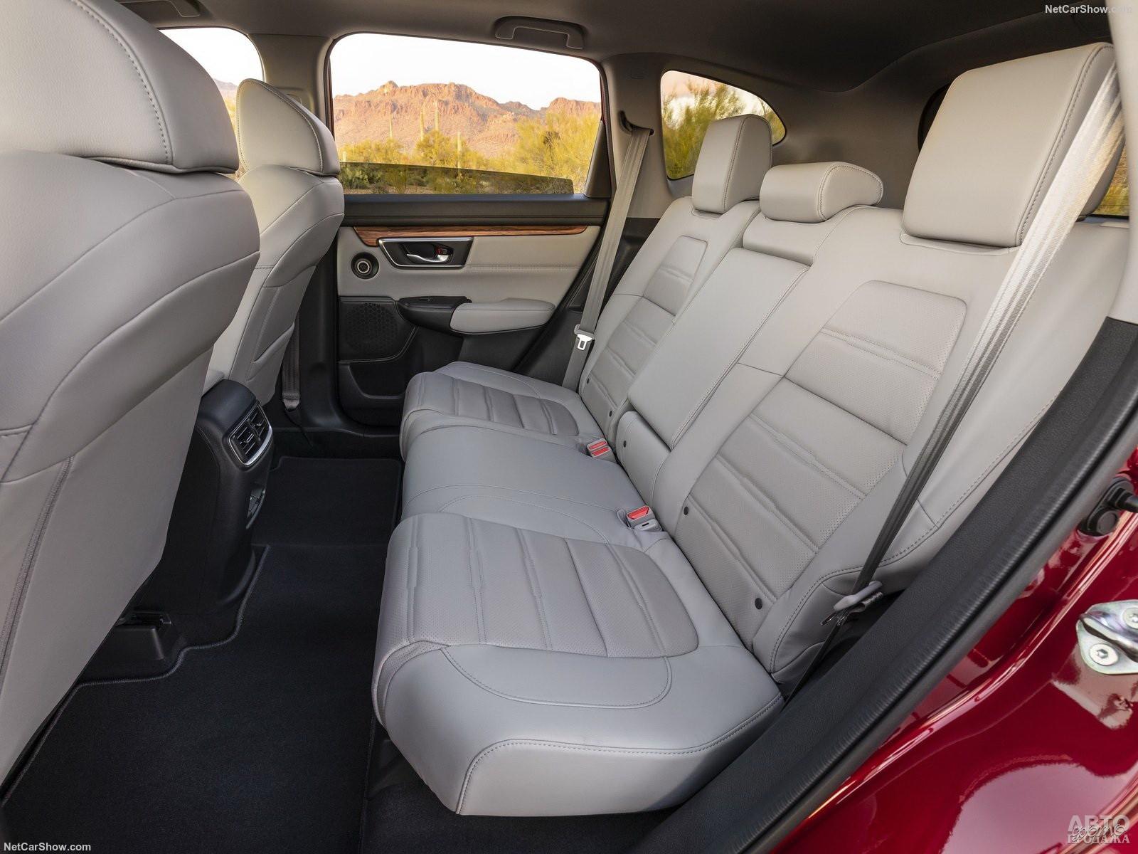 У CR-V больше всего места для ног сзади