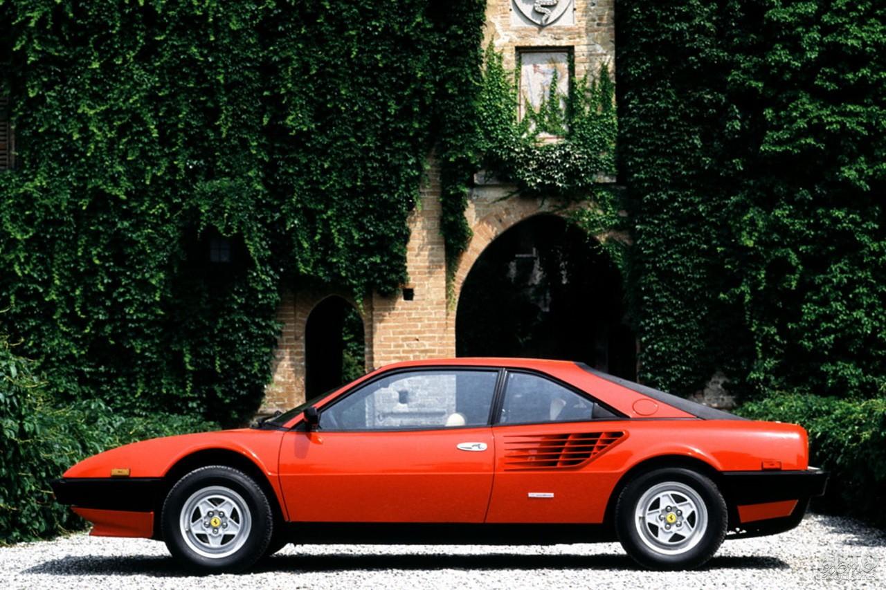 Четырехместный Ferrari Mondial 8 1980 года