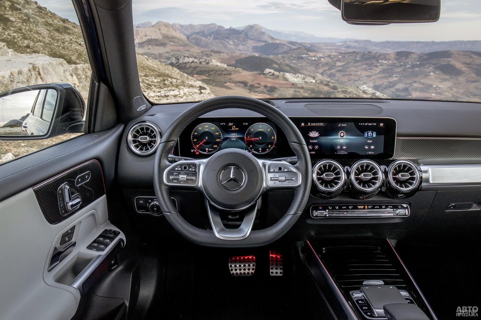 Цифровая панель приборов и сенсорный экран мультимедиа Mеrcedes-Benz сгруппированы в один блок