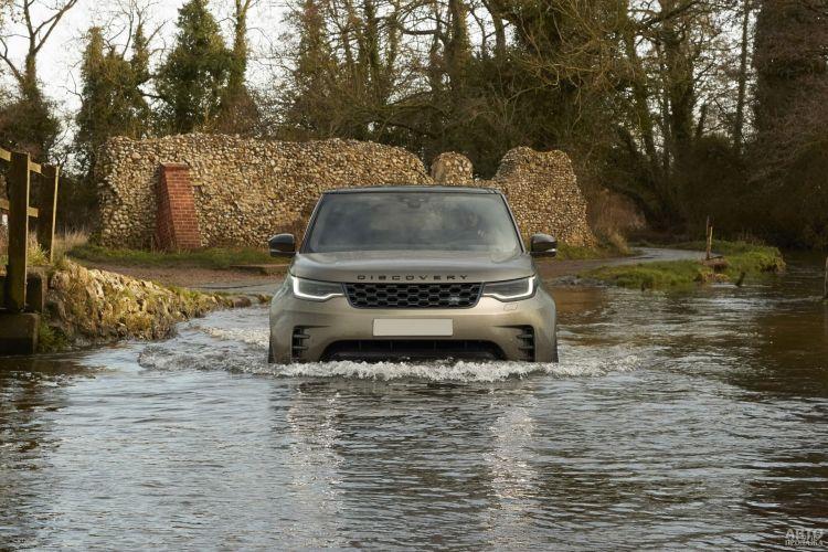 Land Rover Discovery: комфортабельный покоритель бездорожья