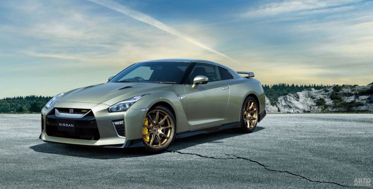 Nissan GT-R прошел небольшое обновление