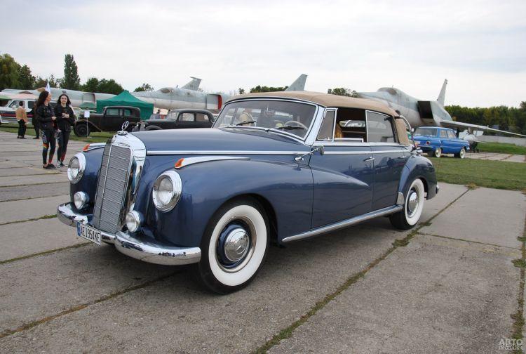 Лауреат Гран-при фестиваля  Mercedes Benz 300B 1954 года