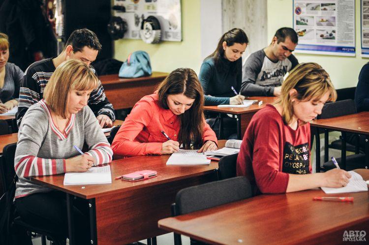 В Украине вводят новую программу обучения в автошколах