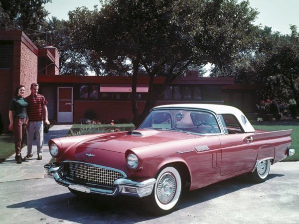 Женщины отдают предпочтение утонченным автомобилям