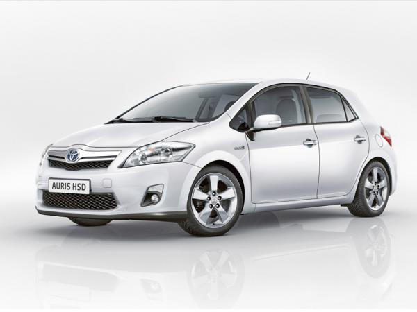 В Украину поступили Auris и Avensis 2011 года выпуска