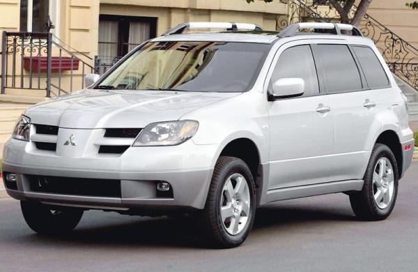 Mitsubishi Outlander (2003-2008): вседорожный чужестранец