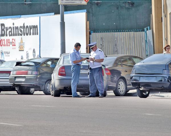 При проверке документов водитель вправе только предъявить требуемый документ