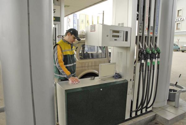 Некоторые АЗС, работающие под известными брендами, завысили цены на бензин