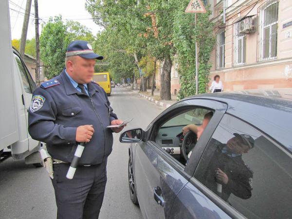 Суд запретил работникам ГАИ садиться за руль частных ТС