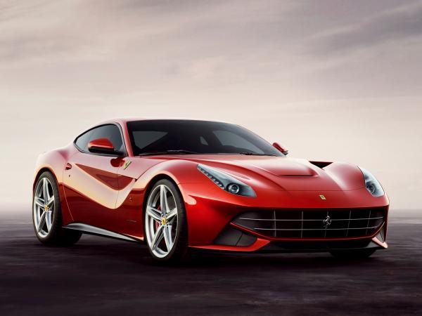 """Ferrari F12: новый """"жеребец"""" в табуне"""