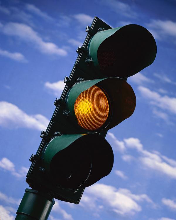 За проезд на желтый свет – штраф