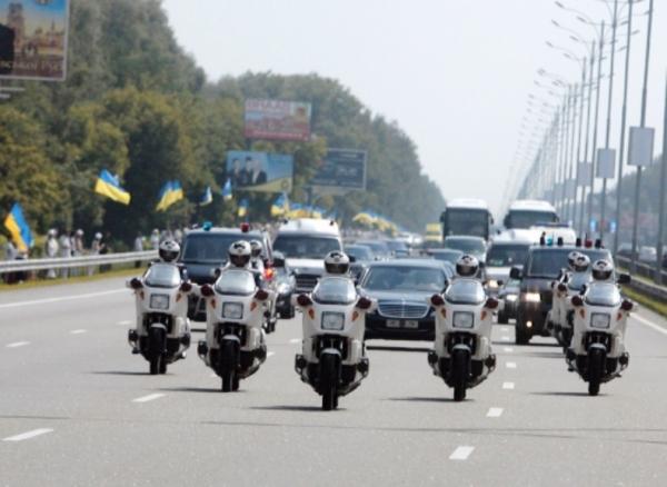 Депутаты предлагают в час-пик не перекрывать движение для проезда кортежа