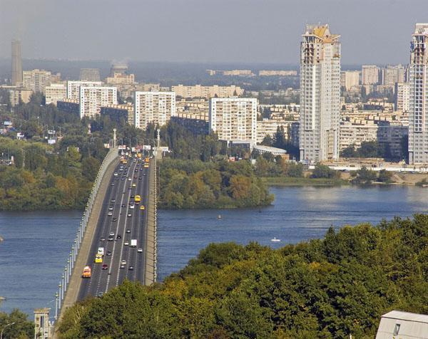 На столичном мосту Патона ограничат движение