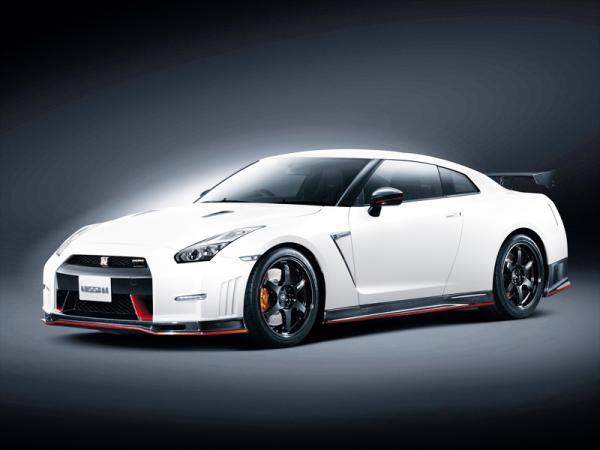 Nissan GT-R Nismo можно отличить по карбоновому обвесу