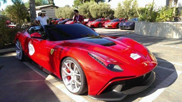 В Ferrari создали эксклюзивный F12 TRS