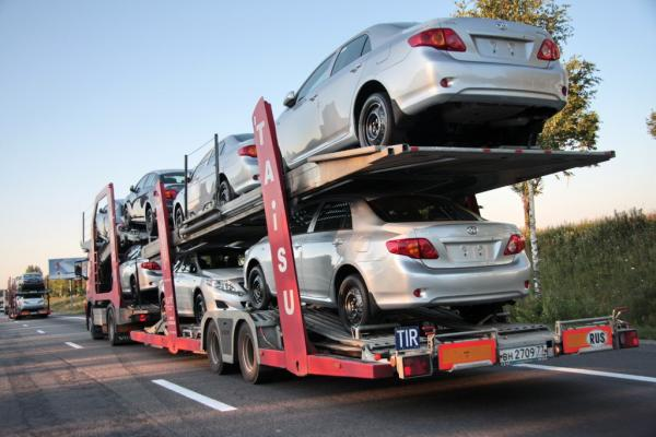В Украину начали ввозить меньше импортных автомобилей