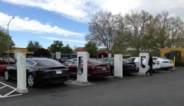 Tesla построит зарядные станции в Украине