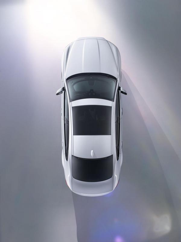 Первые фото нового Jaguar XF