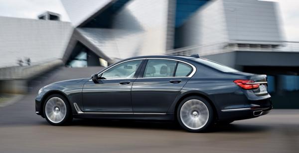 BMW показал обновленный седан 7-Series
