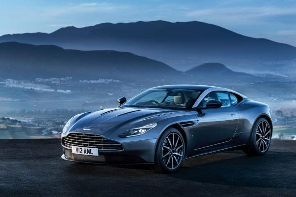 Первые фото Aston Martin DB11