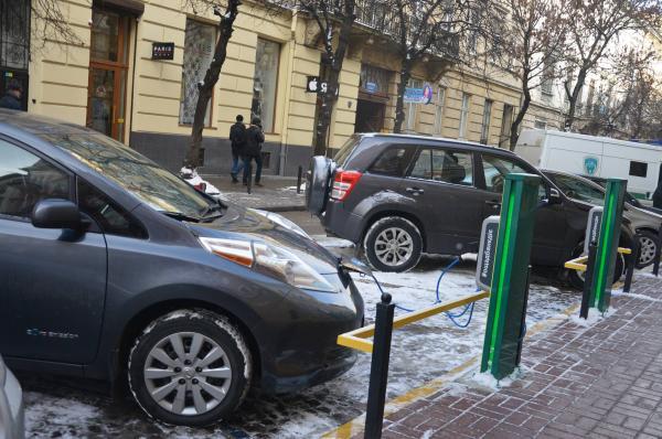 Tesla откроет в Украине две станции зарядки электромобилей