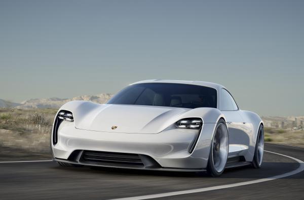 Первый электромобиль Porsche станет серийным в 2020 году