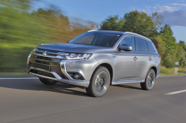 Mitsubishi Outlander PHEV: гибридный вседорожник