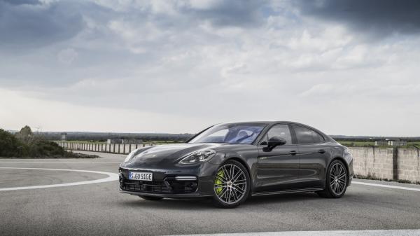 Самый мощный Porsche Panamera стал гибридом