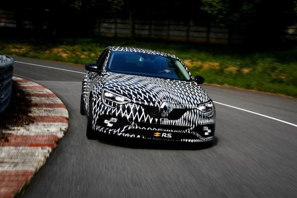 Renault Megane RS частично рассекречен